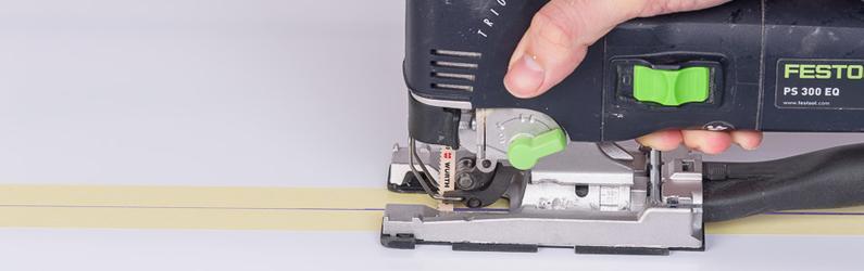 Couper une plaque de polycarbonate avec une scie sauteuse