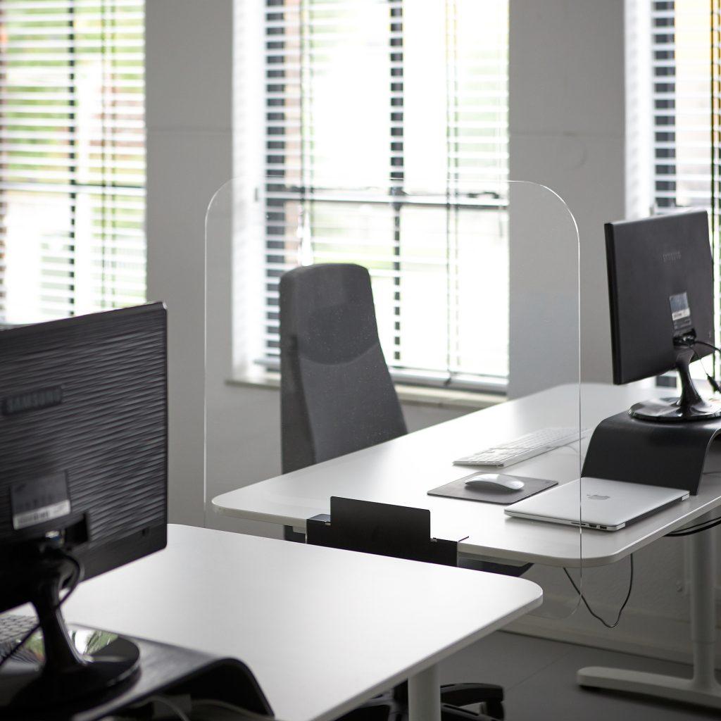 Separateur de bureau en plexiglass