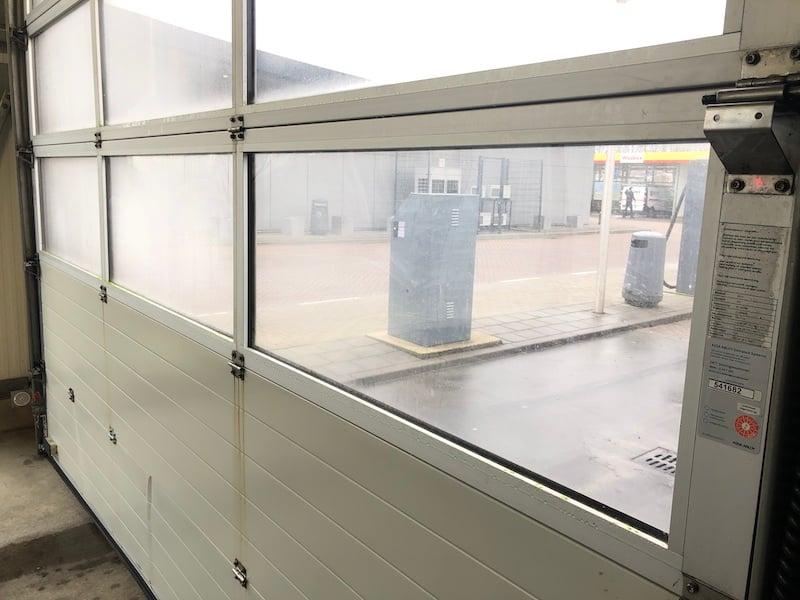 Remplacer vitre de porte par polycarbonate