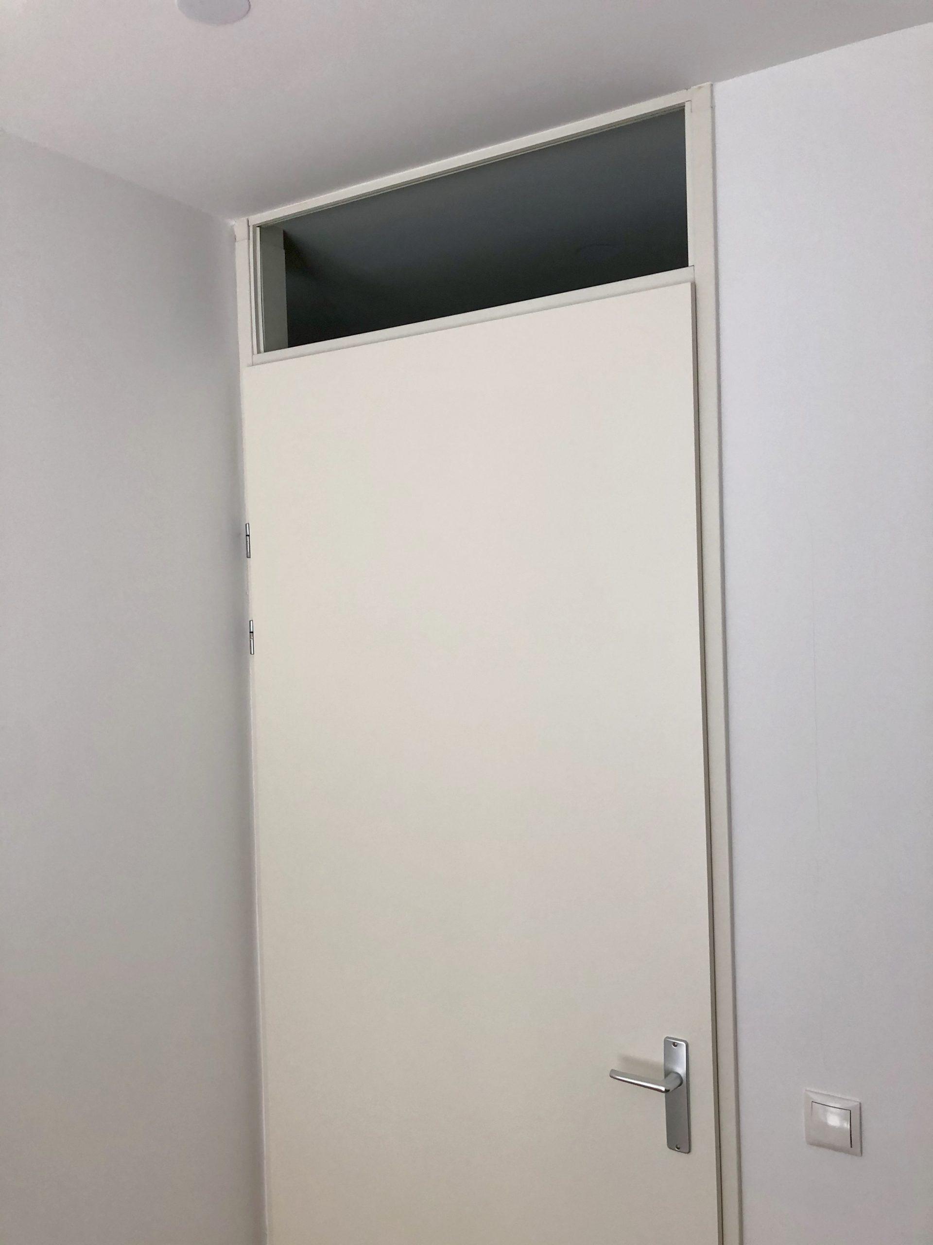 remplacement une fenêtre au dessus d'une porte HPL