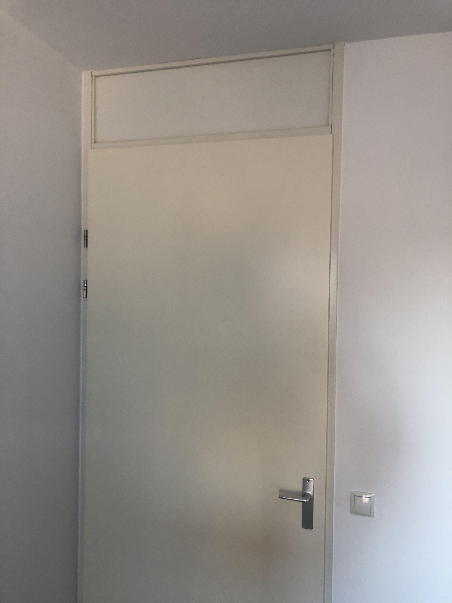 remplacer une fenêtre au dessus d'une porte