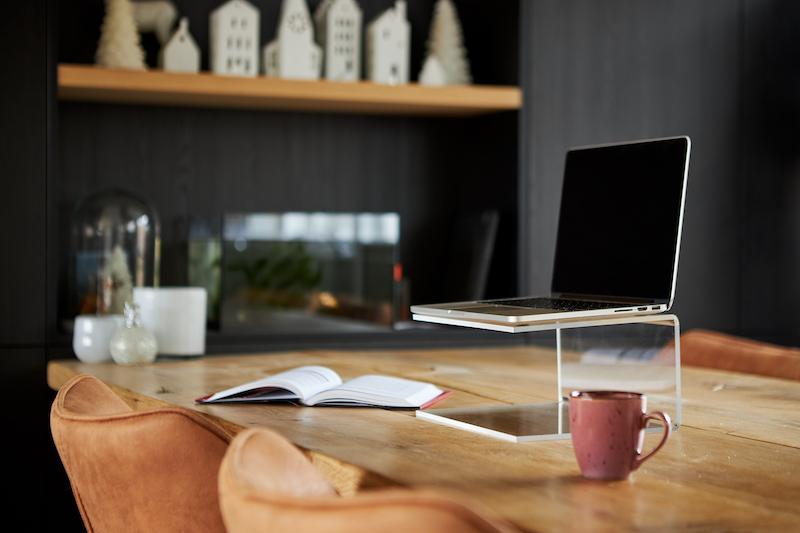 Réaliser un support en acrylique pour ordinateur portable